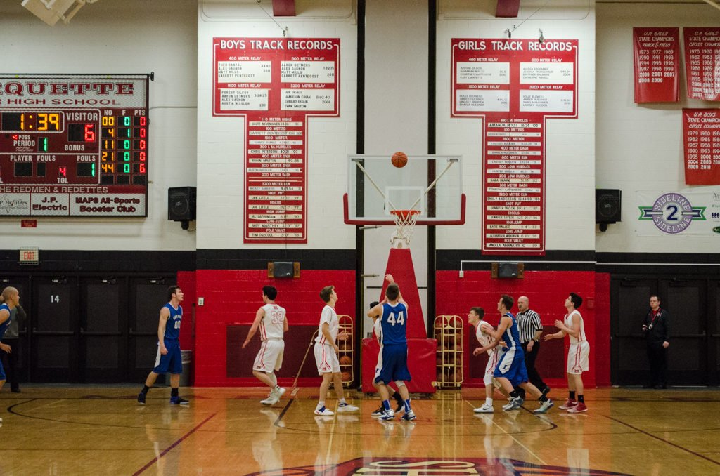 2017-Ishpeming-Boys-Basketball-Marquette-Redmen-17