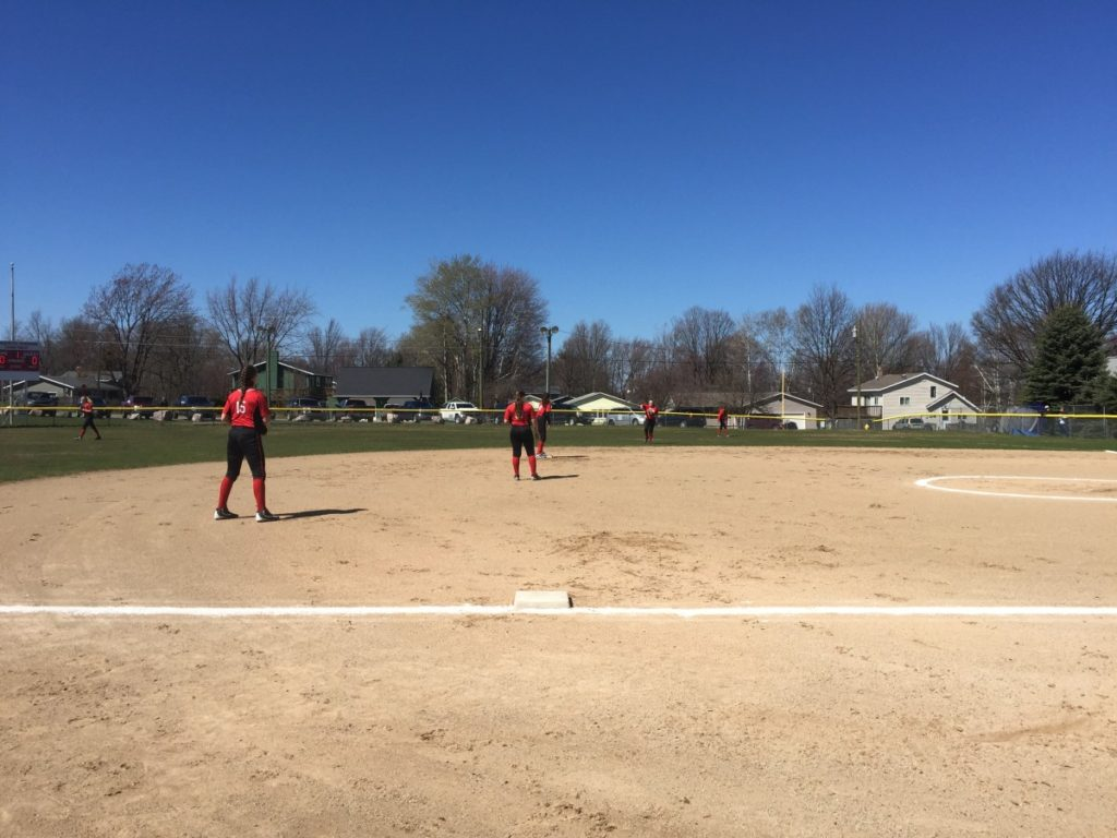 Marquette_Redettes_Softball_VS_Negaunee_Miners_050417_106