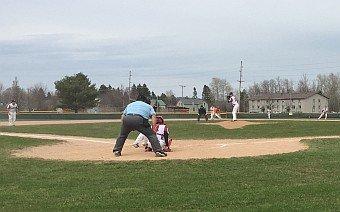 Marquette_Redmen_Baseball_VS_Escanaba_Eskymos_051017_pic1